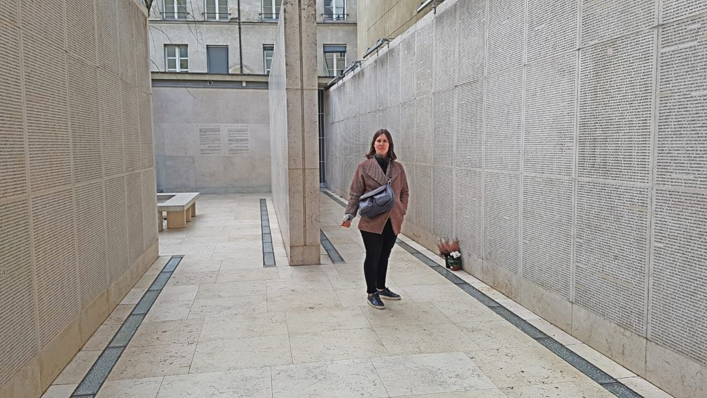 Flora Tour Guide Paris - Shoah Memorial Paris Tour