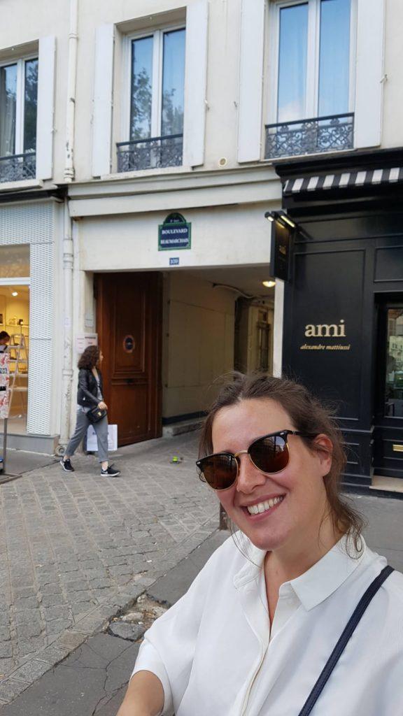 Tour guide paris young dynamic expert in paris flora goldenberg